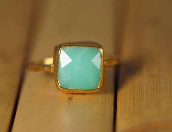 Mint Green Chrysoprase Ring Gold -  Cushion Cut Solitaire Ring - Stacking Ring - Gold Ring - Gift for Mom