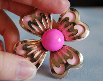Vintage Enemaled Pink and Gold tone Metal Brooch