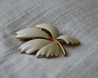 Vintage White Enameled Leaf Brooch - Torino