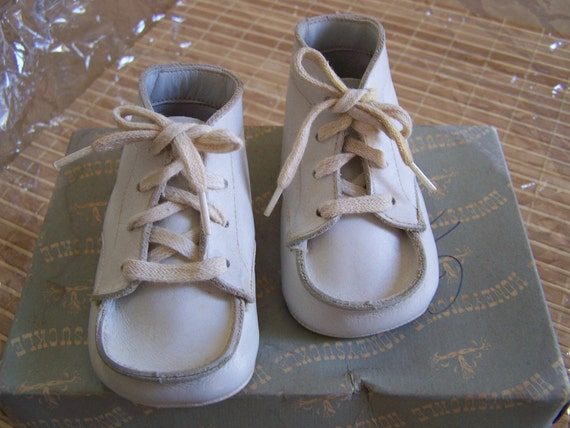 Vintage White Leather High Top Baby Shoes with Shoe Laces by Honeysuckle in Size Zero