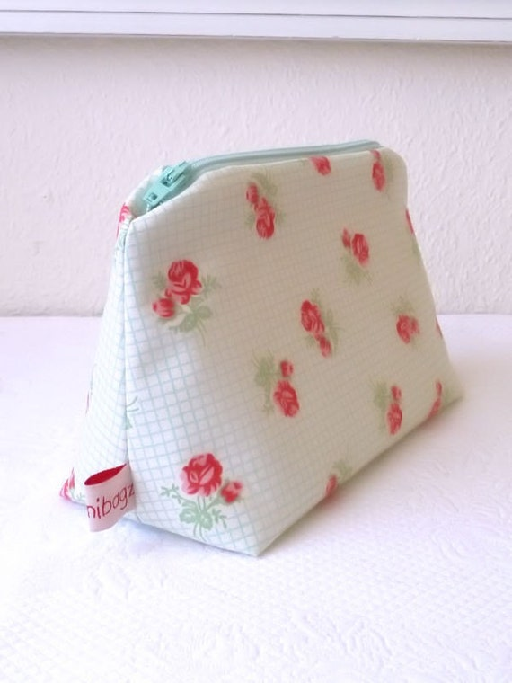 Cosmetic pouch. Cottage Rose