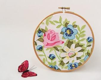 """OOAK Embroidery hoop wall art  Vintage spring flowers - 6"""""""