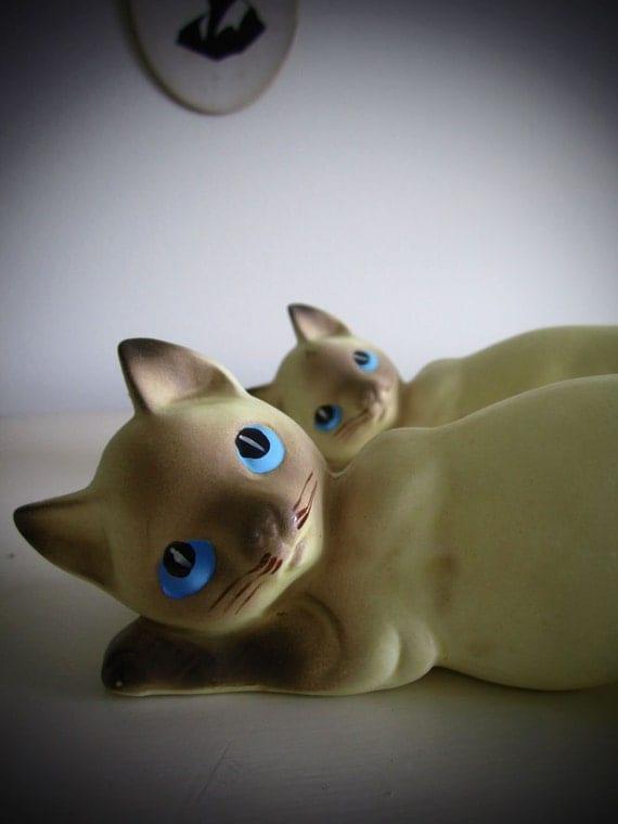 Vintage Ceramic Cat Figurine - Hanging Siamese Kitten Japan (ONE)
