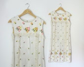 Sale...Pretty 1960s flower embroidered linen summer shift dress size small or xsmall