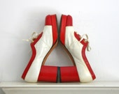 1970s red and white platform stacked heel oxford style shoes size 6 or 6 1/2