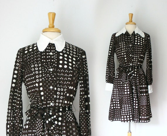 1960s 1970s  chocolate brown and white button down dress with contrast convertible collar in a geometric print size large