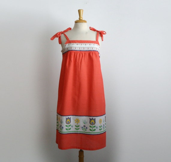 1970s simple a line trapeze red and white swiss dot dress with flowers size large