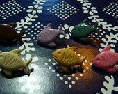 SET OF 6 fish-buttons