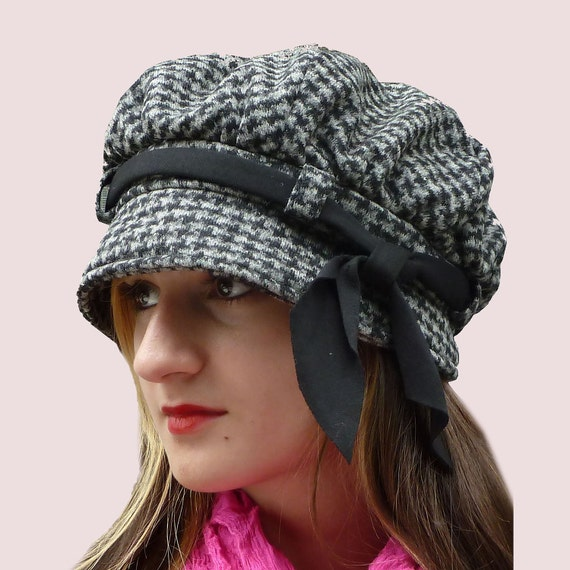 Slouchy Newsgirl Cap, Brimmed Beret n Grey and Black Houndstooth Check Wool Knit with Black Bow