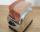 Vintage 70s Salt and Pepper Shaker Set, Toast in a Toaster