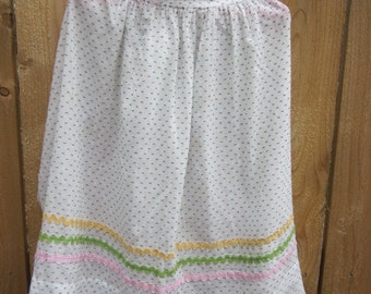 Vintage Apron  White with Green Polka Dots and Rick A Rack Trim