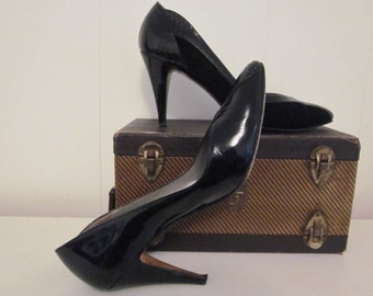 1950s Black Italian Patent Leather and Suede Garolini Heels Pumps Made in Italy Designer Womens Shoes 8M