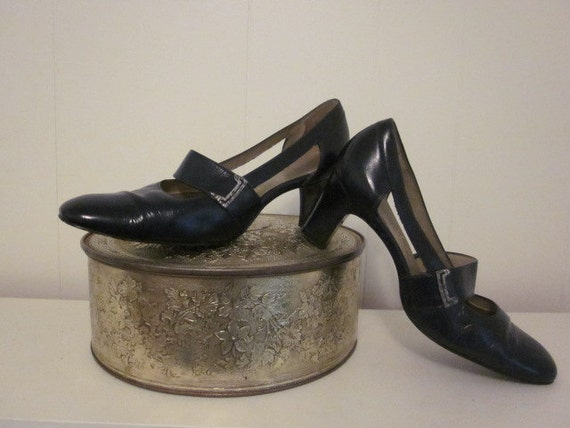 1940s Navy Blue Patent Leather Heels by Air Step Pumps  7 1/2 Vintage High Fashion