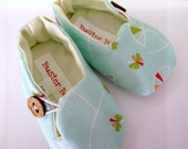 Baby Shoes. Fabric Baby Slippers. Floating Flowers. Aqua light blue. Loafer Booties. Button. Vegan Friendly.