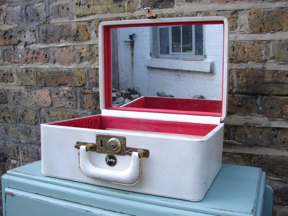 Vintage Shortrip Vanity Case with mirror, 1950s Cream leather