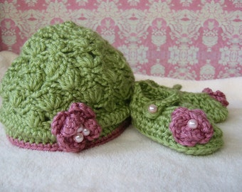 Newborn Gift Set Green- Hat and Booties
