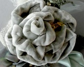 LARGENT MONTE BROCHE DoilieDarlings Silver Velvet Rose with Felted Foliage,Lampwork Glass Bee Bead Brooch