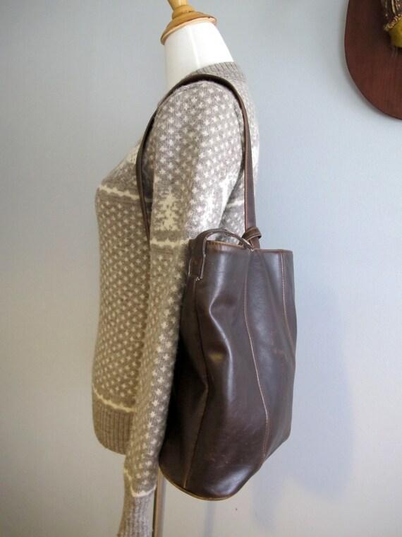 Vintage Leather Backpack in Brown / Over the Shoulder Bucket Bag