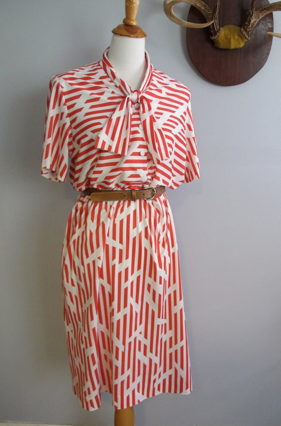 Vintage Geometric Print Tie Neck Dress in Red and White