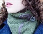 Green cashmere neck warmer - with purple design