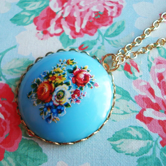 Nostalgic Posy, Baby Blue Vintage Acrylic Floral Cabochon on a new Mount, on a Gold Plated Chain, Red Roses, Floral Bouquet, Green Leaves