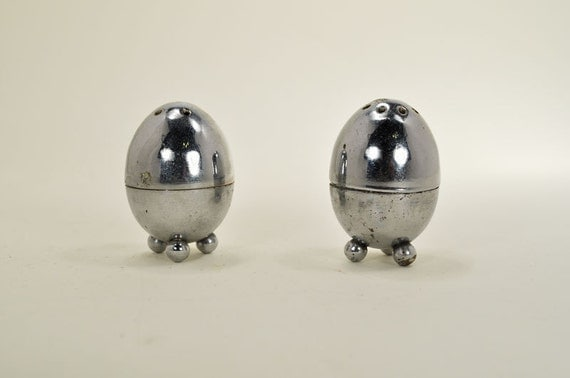 Vintage egg shaped metal salt and pepper shakers - Egg shaped salt and pepper shakers ...