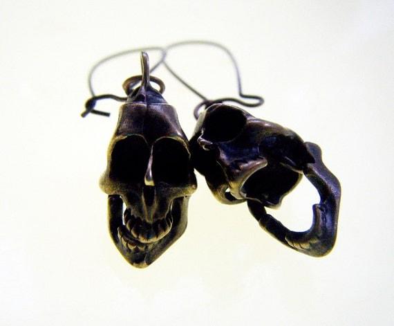 Skull Earrrings with Clattering Jaws