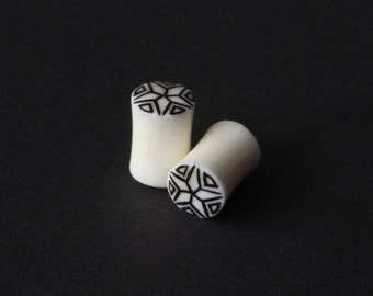 Bone Plugs with Star Inlay 2g, 0g