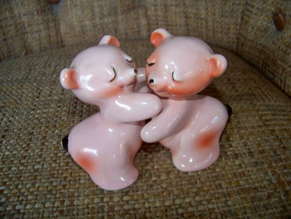 Vintage vantellingen hugging pigs salt and pepper shakers - Hugging salt and pepper shakers ...
