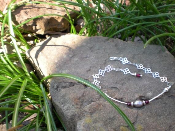 Grey Pearl bracelet, sterling silver, garnet and cultured freshwater pearl