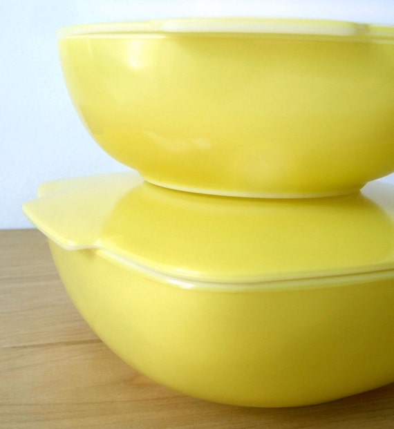 1950s Dishes: Vintage Yellow Pyrex Casserole Dishes 1950s With Lids