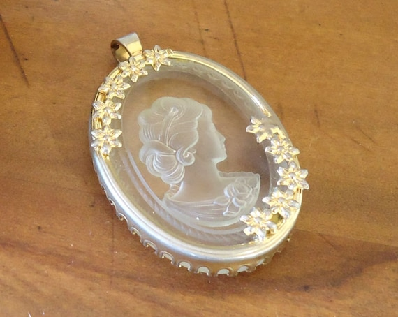 Vintage Cameo Pendant Clear Glass