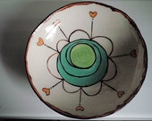 medium bowl, green daisy with hearts