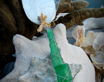 """Sea Glass Wedding Cake Server made with Recycled Bottle """"Tumbled Island Glass""""  in Grass Green. Dishwasher Safe Stainless"""