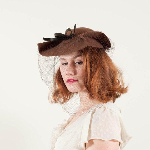 vintage 1940s hat / wool hat / Waved