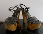 cherokee 70's black strappy wood platforms : size 6-6.5