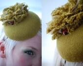 Cocktail hat Garden Party Green tweed button hat