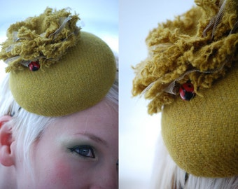 Cocktail hat Garden Party Green tweed button hat