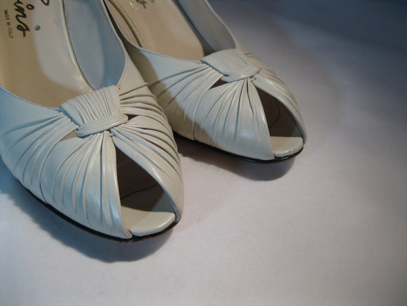 RESERVED Vintage Shoes Cream Italian Leather Wedding Peep Toe High Heel Bridal Fashions