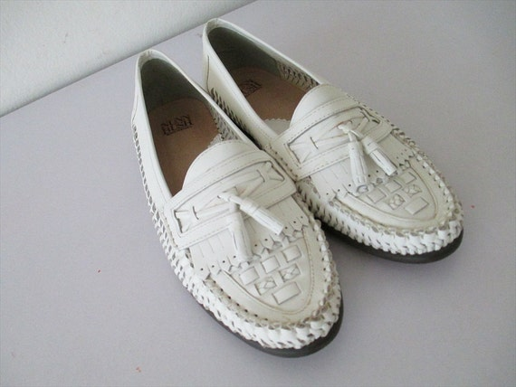 Men's 80's white leather tasseled loafers