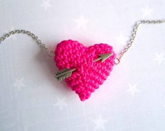 Love Knit jewelry-Crochet Neon Pink heart and arrow. Necklace. Fluo Pink.
