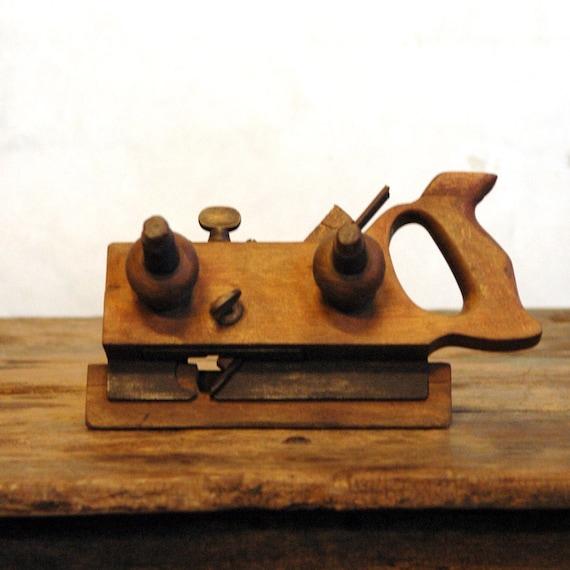 Antique Wood Plow Plane // The Carpenter