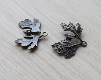 4 pcs Charms Oak Leaves Brass Pendant. Antique Bronze Oak Leaf Connector.