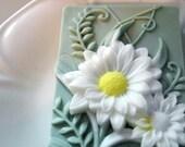 DAISY FLOWER SOAP, Custom Scented, Flower Soap, Moisturizing, Vegetable Based, Dimensional Daisies Soap