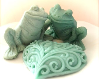 Frog Soap with Heart, Frogs in Love Soap Set, Wedding Favors, Custom Scented