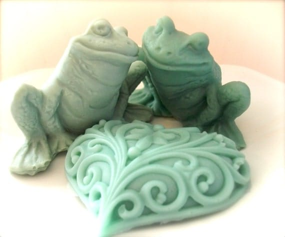 FROG and HEART SOAPS, Frog Soap Set, Wedding Favors, Novelty Soaps, Two Frogs in Love, Custom Scented, Moisturizing Vegetable Based