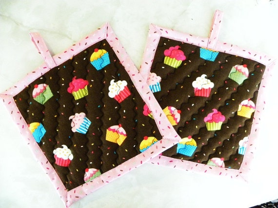 Pot holders with cupcake print-Quilted
