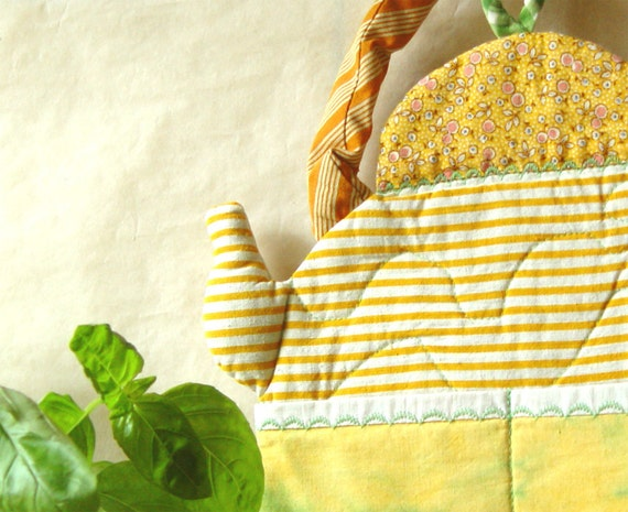 YELLOW QUILTED Kettle, Kitchen Decor, Wall Pockets, Dry Goods Storage