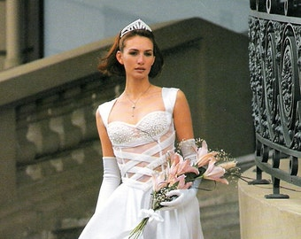 TRIANGULAR TIARA Pearls and Rhinestones. For a classical and Traditional Bride