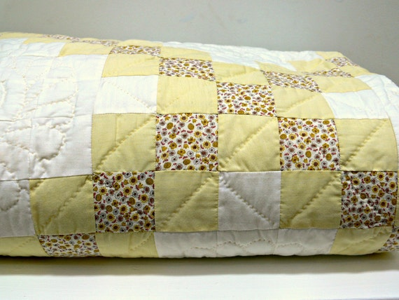 Vintage Cotton Quilt - Handmade - Double or Queen Size - Wall Hanging - Cottage Farmhouse Decor
